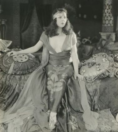 Nell Craig as Vashti in The Queen of Sheba
